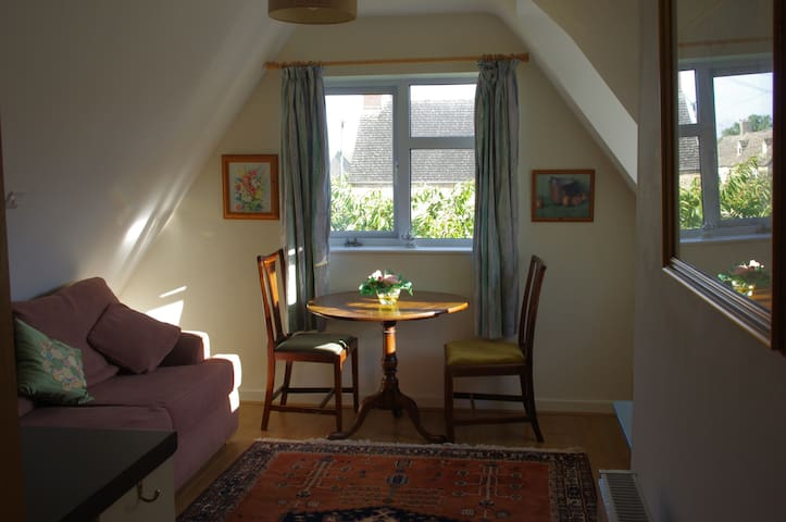 Brize Norton, Oxfordshire comfortable apartment