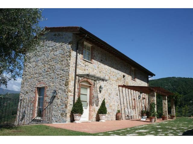 Tipical Tuscanian Villa With Pool