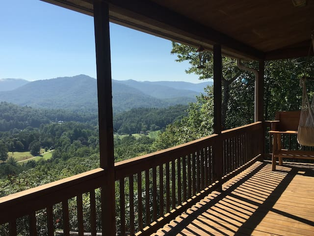 Mountain log home w/beautiful views - Otto - Huis