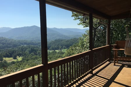 Mountain log home w/beautiful views - Otto - Rumah