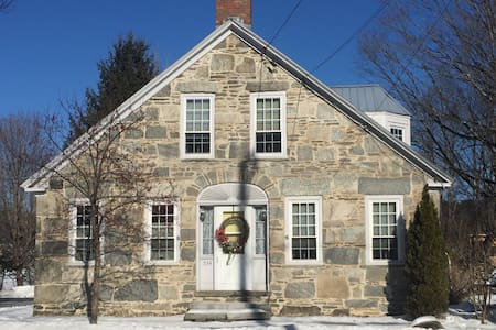 Quaint 1843 Stone House 3bd/2ba - Chester - Ház