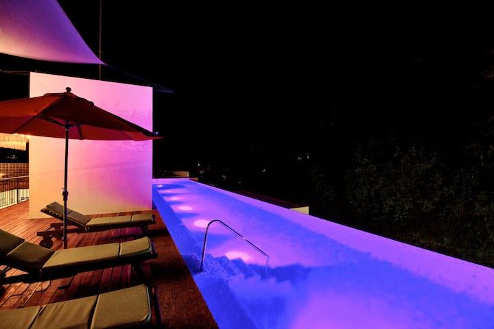 Habitación con acceso a piscina climatizada