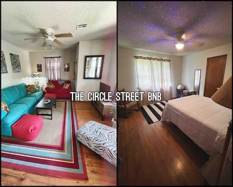 Artsy, cozy, private  (entire home) near downtown.