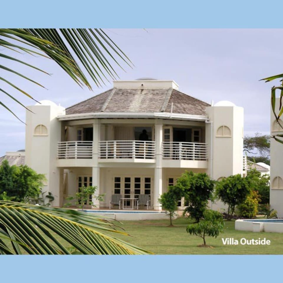 top floor with jacuzzi on balcony, facing golf course