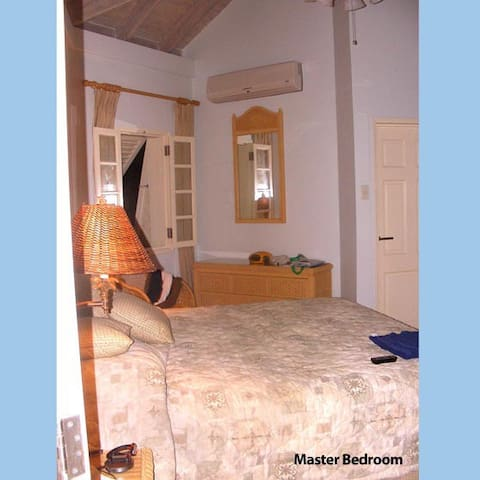 Masterbedroom with TV/AC