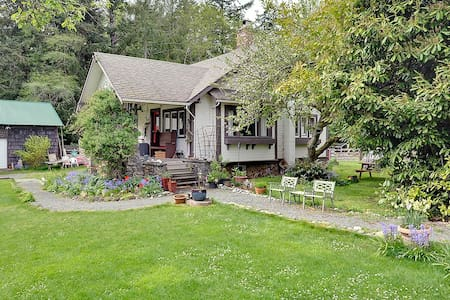 1918 West Coast Heritage Cottage - Sooke - Ház