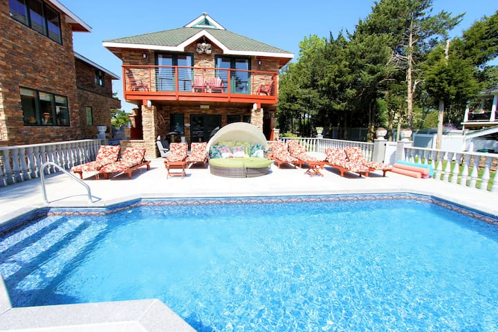 The China Beach Club at Victorville Sleeps 10