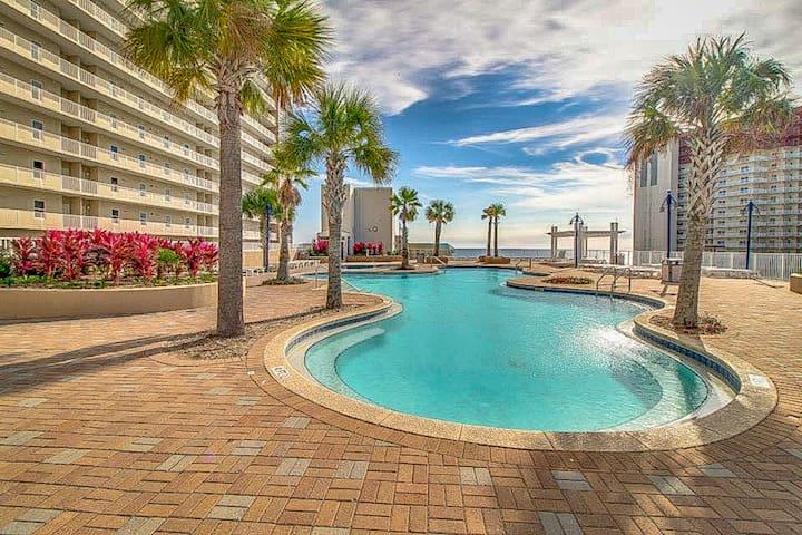 Gorgeous condo w/ beach views plus shared pools/hot tub