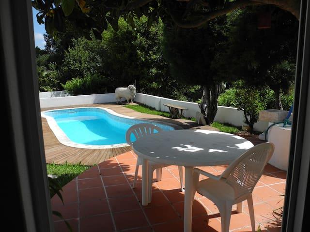 Casa com piscina ( campo e mar)a 3km das praias.