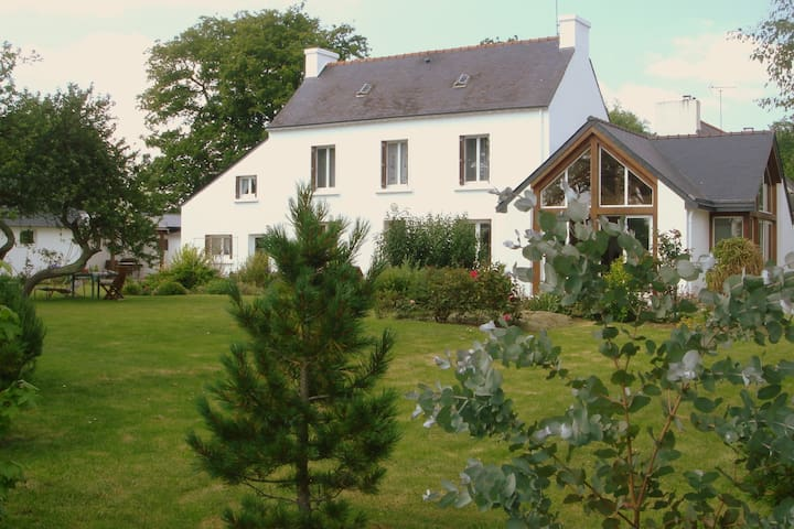 maison dans un grand jardin fleuri - Moëlan-sur-Mer - Casa de férias