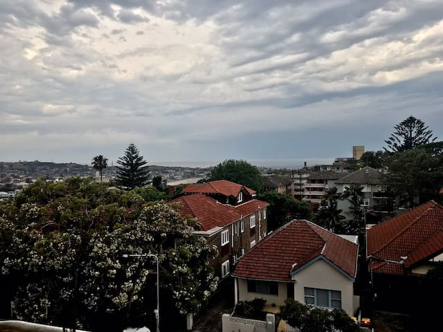 Top floor 2bedroom apartment - amazing views bondi