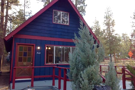 The Blue Front Cabin - Cottage