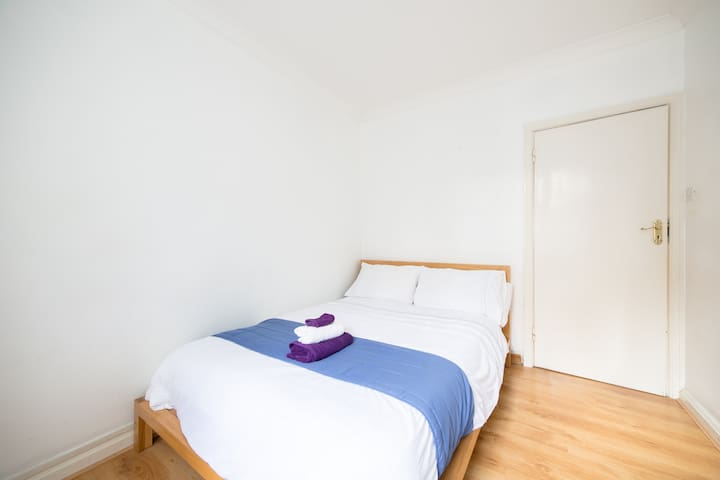 THE BLUE KENSINGTON DOUBLE ROOM ZONE 1!