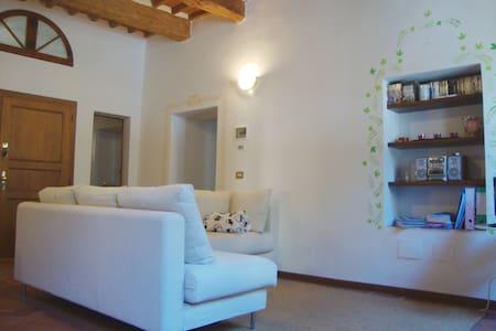 Tuscan-style apartment - Pescia