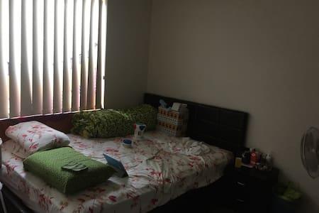 Queen size bedroom . - Macquarie Park