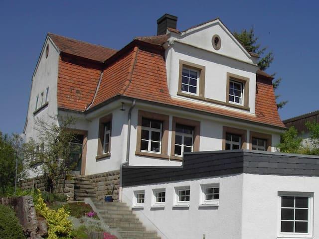 gemütliche Wohnung mit Garten - Clausen - 公寓