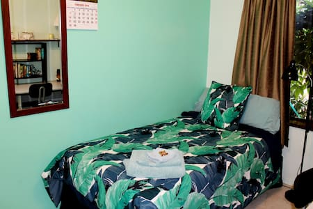 Comfy beds, Great Breakfast close to transport - Thornlie - Bed & Breakfast