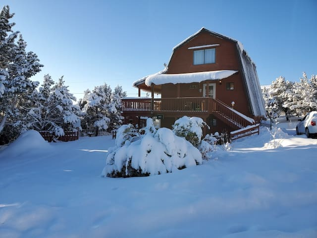 "Utah Mountain Cabin: Guests Call it ""BEST AirBNB"""
