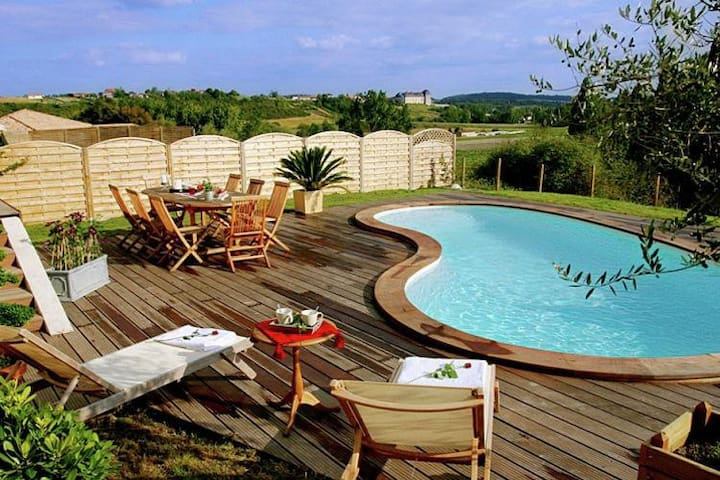 L'Acacia - peaceful retreat in Chalais with a pool