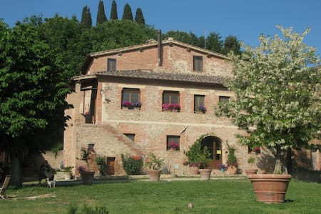 Apartment in Tuscan farm house. - Castelnuovo Berardenga - Inap sarapan