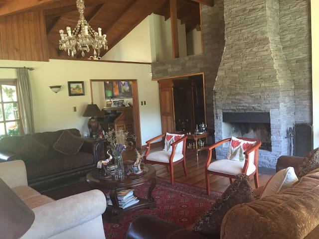 Casa De campo estilo Colonial - Curicó - House