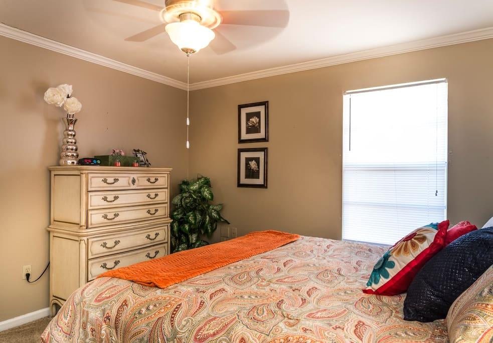 Queen bedroom with dresser and closet.