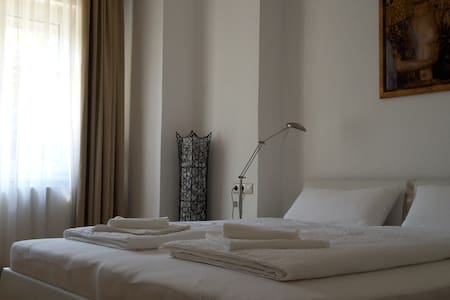 Near city, airport, Messe, comfy 3 room apartment!