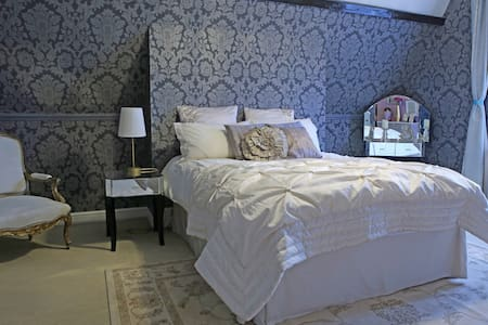 Mulberry suite in the Mansion - Earl Shilton - Dom