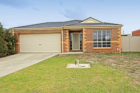 Modern spacious house  - Highton