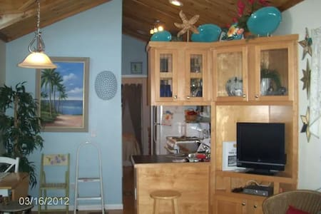 The Beach Cottage @Lake Okeechobee - Pahokee - 小木屋