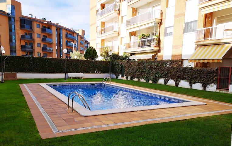 Apartamiento con terraza y salida a la piscina