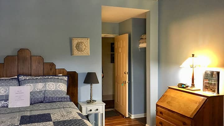 Mrs. B's Historic Lanesboro Inn - Room 9