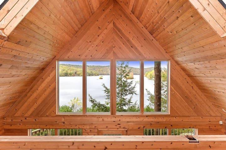 Lakefront Cottage near Hudson Valley