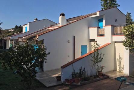 Casa Ayla, 1 min dal mare, 10 min dalla collina.