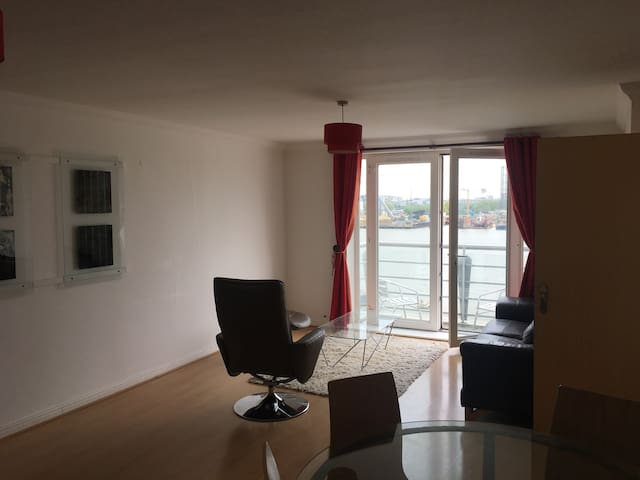 Large 2 bedroom flat in Canary Wharf, London, E14 - Londres - Appartement