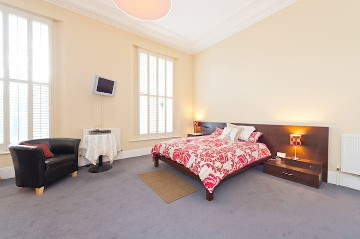 Large double room in Period Home