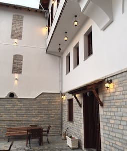 Castle hotel 13 - Gjirokaster - Bed & Breakfast