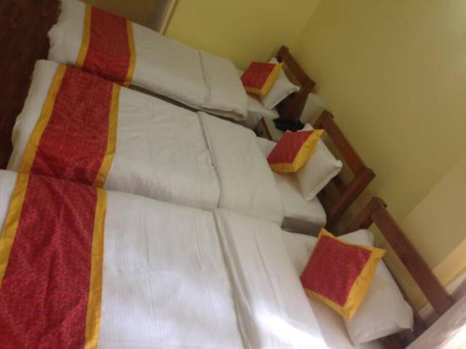 3 Beds room
