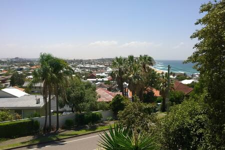 Beach and city view, private studio - Merewether