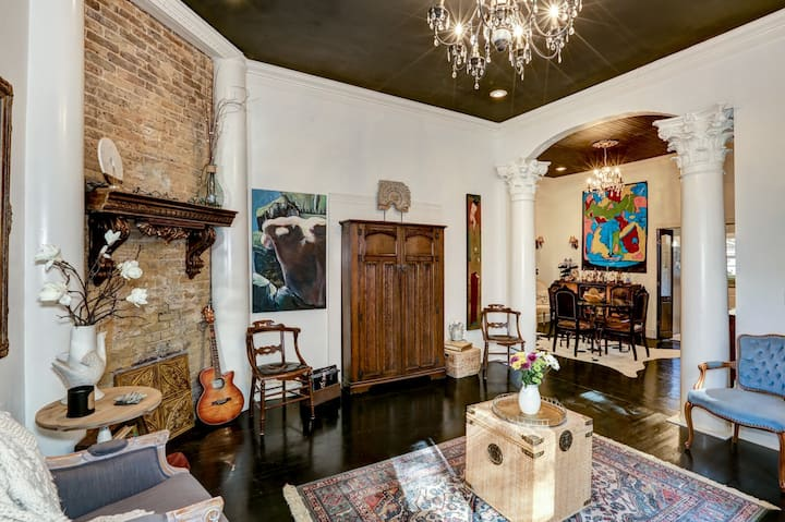 Historic European Inspired Echols Downtown Room
