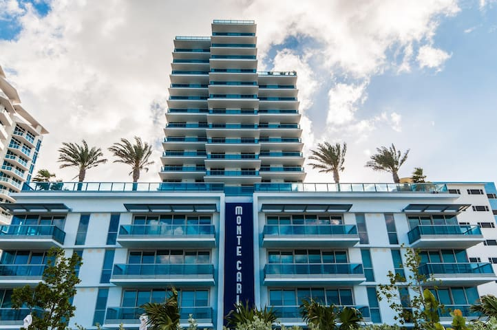 BAY VIEW LUXURY 1BR COLLINS MONTE CARLO PARKING!!!