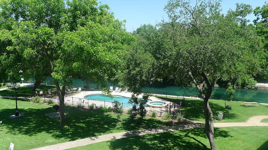 Comal River Retreat at River Run - New Braunfels - Condo