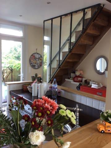 Intérieur cosy, terrasse et jardin agréable en été - Poitiers - Huis