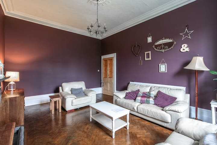 Characterful 8 double bed,8 bath, nr beach & golf.