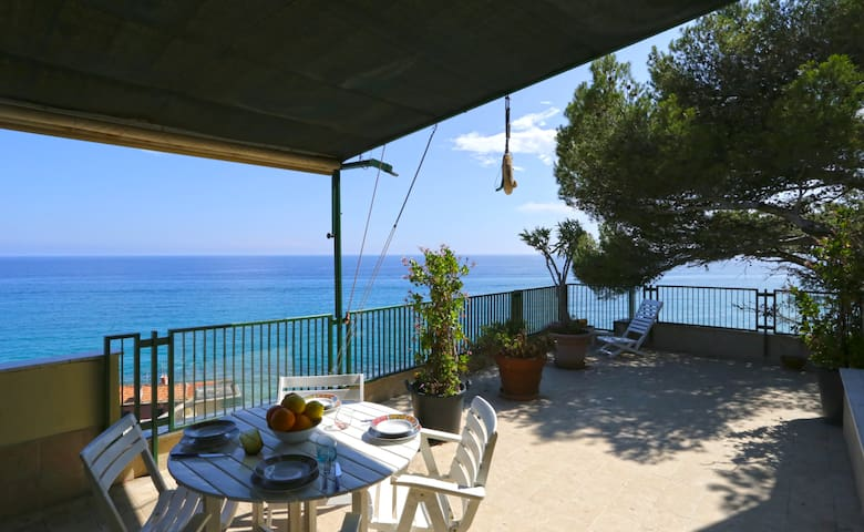 Olive beach, terrace with stunning sea view - WiFi - Varigotti - Flat