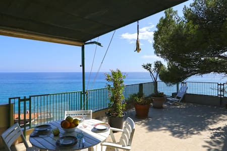 Olive beach, terrace with stunning sea view - WiFi - Varigotti - Lejlighed