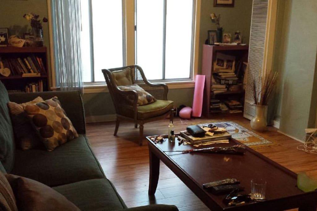 Large windows, good light, yoga mat at your disposal