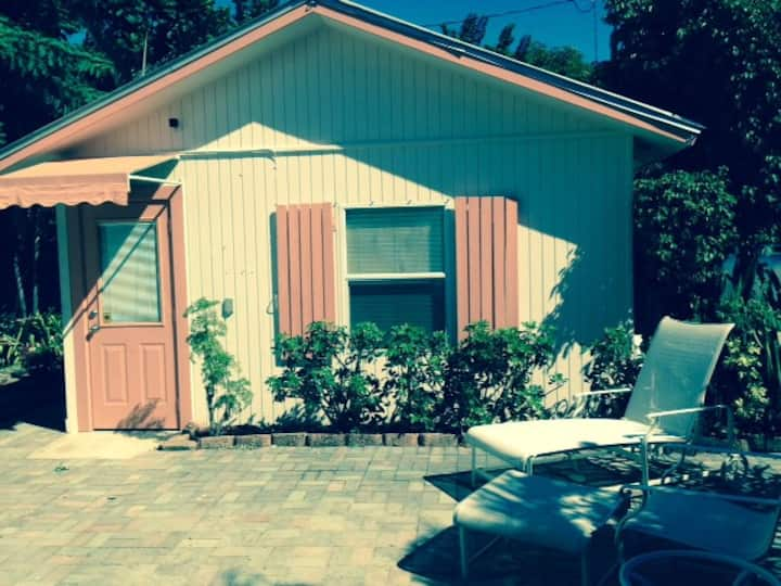 Private cottage near Atlantic Ave.