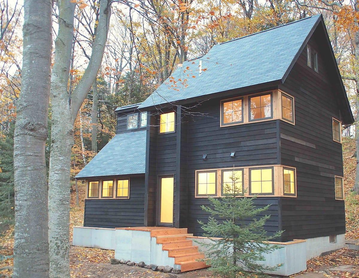 Front, facing lake.  Wayfarer Treehouse