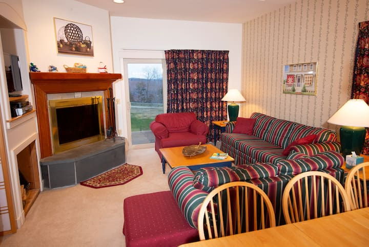 Mountainside Suite on the Slopes! Access Pool, Hot Tubs, Arcade and More!